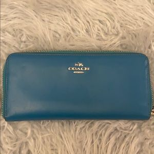 COACH Large Accordion Zip Wallet in Teal